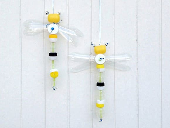 Hello wonderful 10 cute and easy bug and insect crafts for Water bottle cap crafts