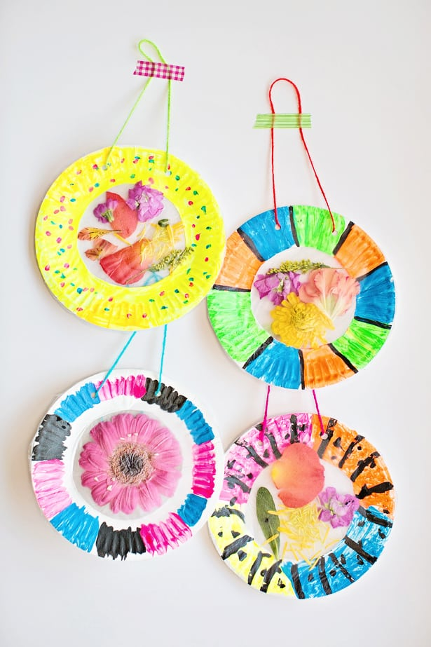 Hello wonderful colorful and easy flower suncatcher craft for Suncatcher craft for kids