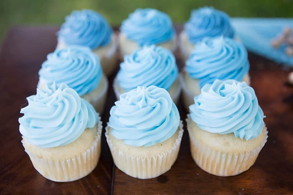 Cupcake Decorating Ideas Blue : hello, Wonderful - BRIGHT AND FUN BLUE OMBRE PARTY