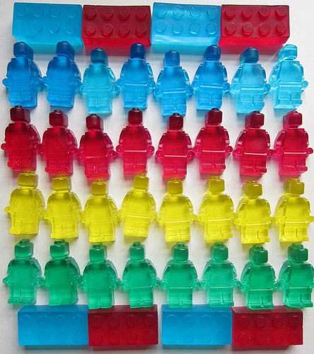 how to make a candy dispenser out of legos