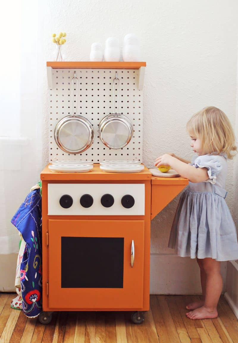 Hello wonderful 12 awesome diy play kitchens for Play kitchen designs