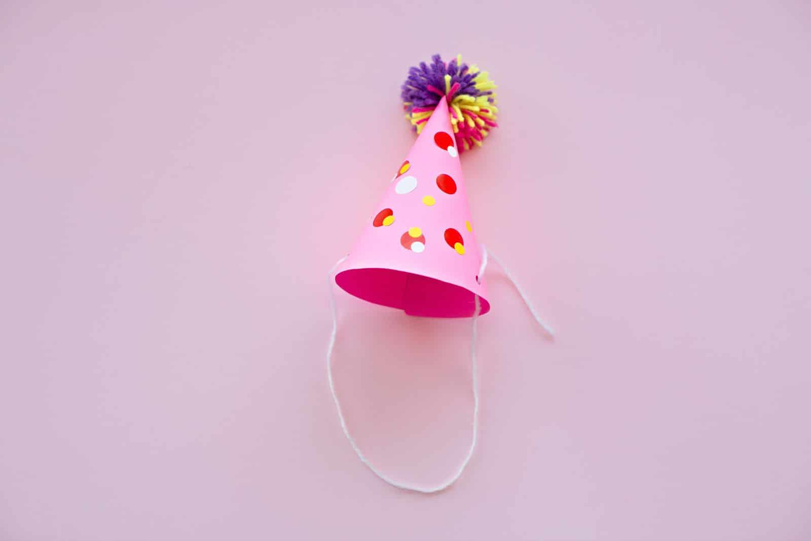 hello, WonderfulDIY YARN POM POM PARTY HATS