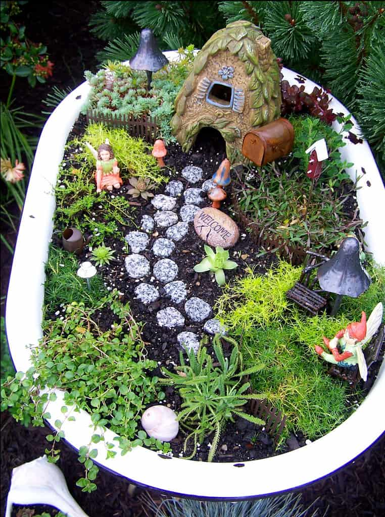 hello Wonderful 10 FABULOUS FAIRY GARDENS
