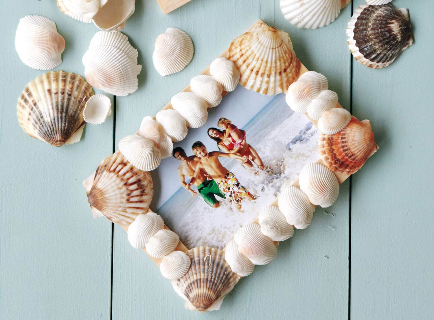 Hello wonderful 11 pretty seashell crafts for Shell craft ideas