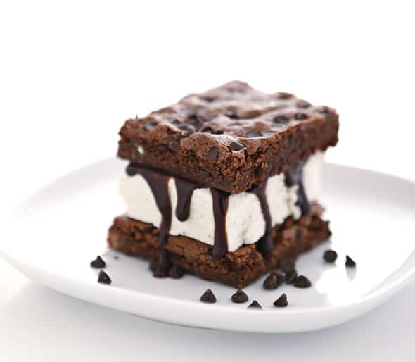 Brownie Ice Cream Sandwich (via Bake-Aholic ) Combine two delicious ...