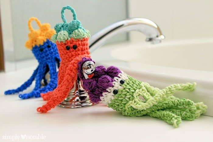 Crochet Jellyfish : Jellyfish Crochet Bath Scrubbies (via Simply Notable)