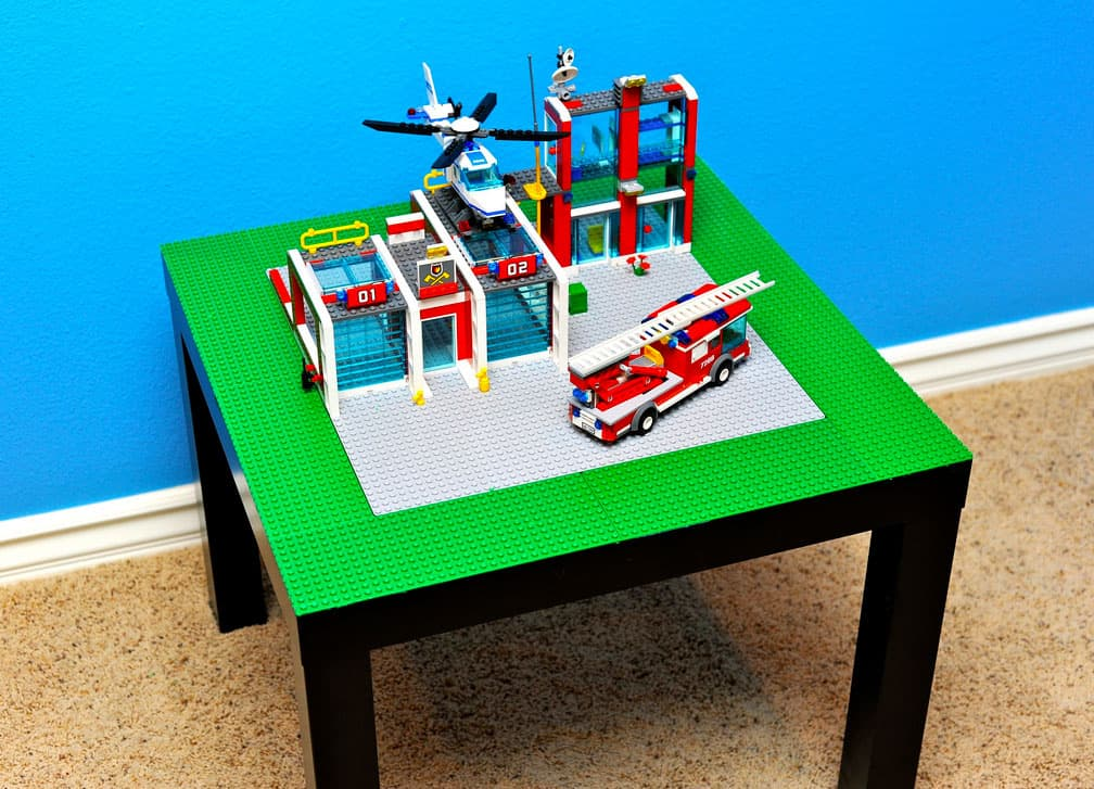 Hello wonderful 8 impressive ways to turn lego into for Table lego ikea